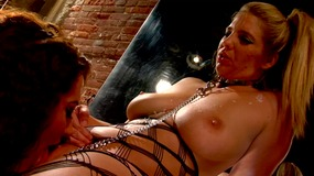 Sexy lesbian pornstar Jayden Jaymes pleasured by her friend