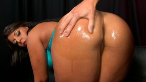 Oily slut get her ass bounced by this long dong in the dark