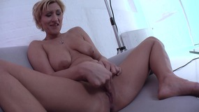 Big boobs amateur brings herself to orgasm with a big dildo