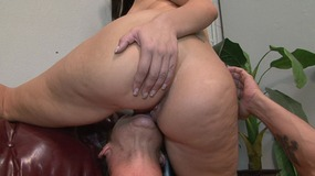 Juggy domina with huge ass is sitting on her slave's face