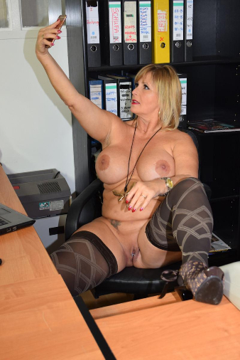 72960-Valentines-day in my office-nudechrissy