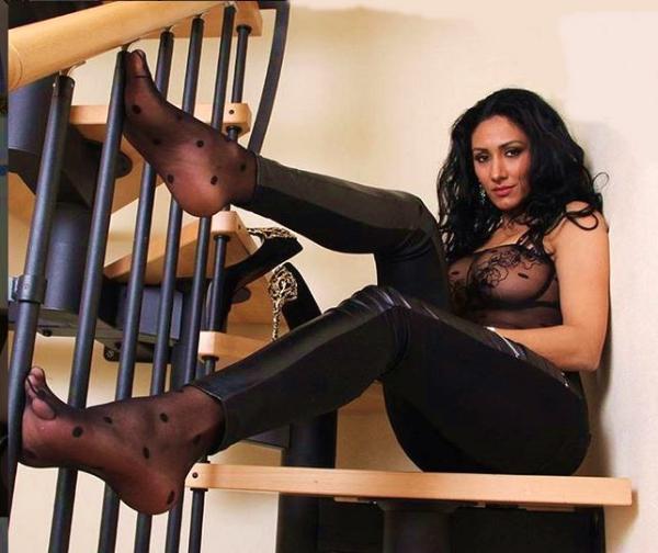 76418-two weeks left-Mistress Alexya