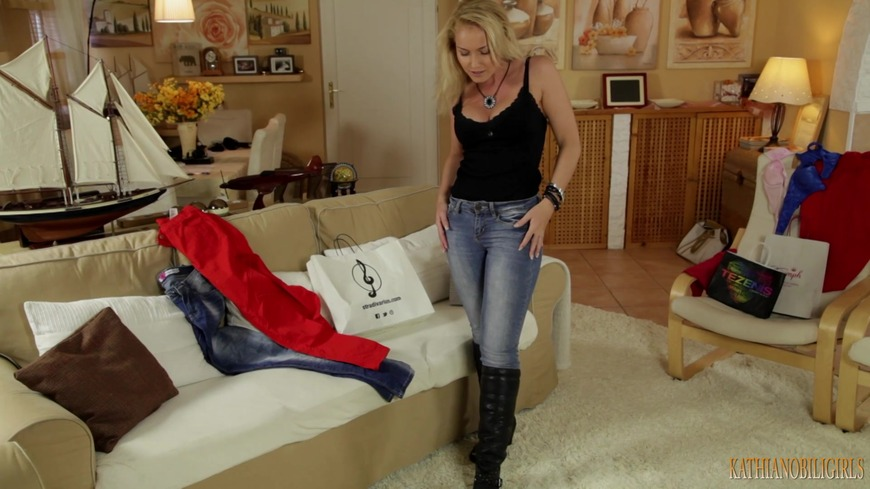 Mommy is so hot in her tight jeans! - clip cover-front