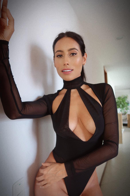 Flora Bella - profile image - 3