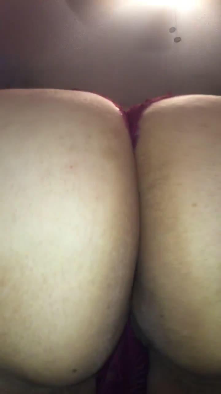 Birthday Behavior 🍑 Bouncin this Ass - video cover